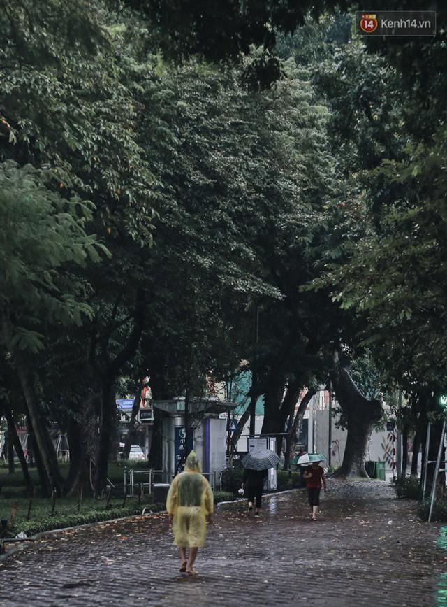 Chùm ảnh: Hà Nội đã có ngày đầu tiên đón gió lạnh đầu mùa thực sự! - Ảnh 26.