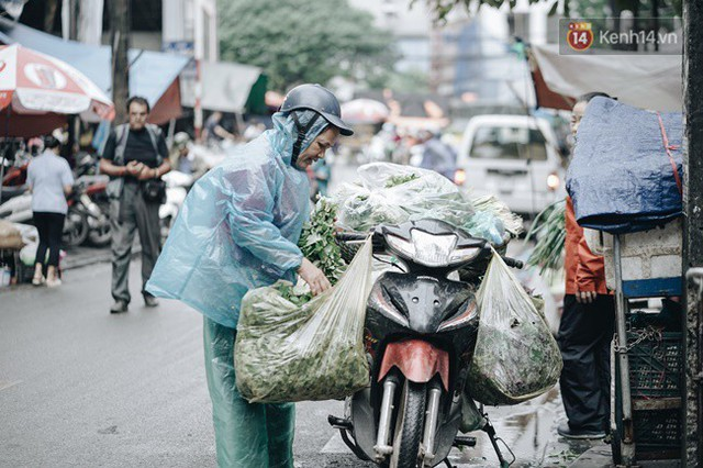 Chùm ảnh: Hà Nội đã có ngày đầu tiên đón gió lạnh đầu mùa thực sự! - Ảnh 10.