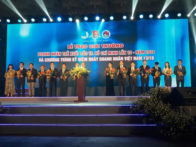 """17 doanh nhân được vinh danh trong lễ trao giải thưởng """"Doanh nhân trẻ hoàn hảo Tp.HCM lần 10 năm 2018"""" - Ảnh 1."""