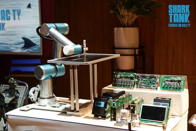 """Shark Phú đầu tư nửa triệu USD vào startup robot tự động hóa dù cho rằng sản phẩm chỉ """"thỏa mãn đam mê chứ không bán được cho các cty lớn"""" - Ảnh 1."""