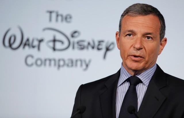 Từ chuyện nhặt rác của CEO Disney để thấy tại sao bạn mãi là nhân viên quèn - Ảnh 1.