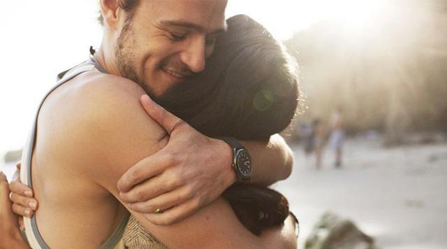 Gió mùa về, hãy cùng tìm hiểu 10 lợi ích sức khỏe khi bạn ôm một ai đó - Ảnh 1.