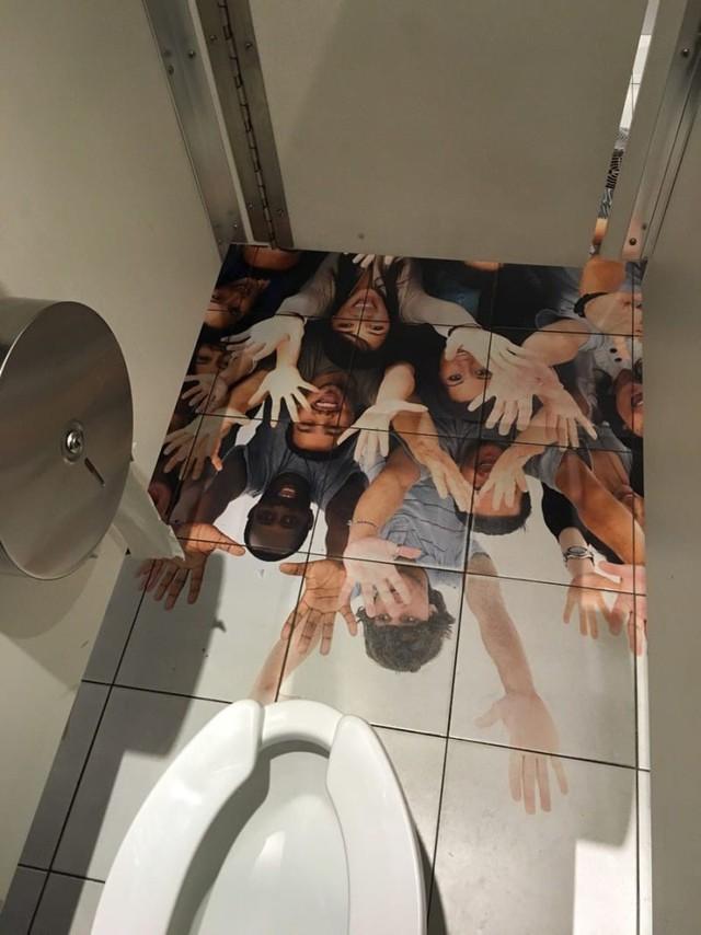 Chùm ảnh: Muôn hình vạn trạng những nhà vệ sinh có thiết kế xứng đáng được trao danh hiệu tệ nhất quả đất - Ảnh 7.
