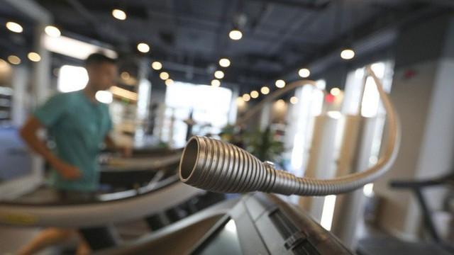Phòng gym ở Trung Quốc phải lọc không khí và bơm thêm oxy để chống lại ô nhiễm - Ảnh 3.