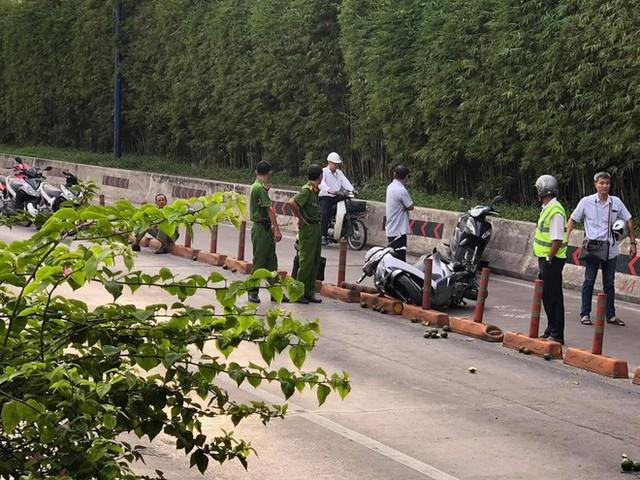 Vụ sập giàn giáo trước hầm Thủ Thiêm: Giao thông khu Đông Sài Gòn tê liệt nhiều giờ mới thông xe - Ảnh 3.