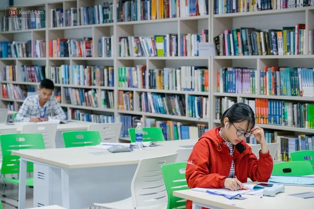Thư viện các trường Đại học ở Việt Nam: Nơi sang chảnh 129 tỷ đồng, nơi đẹp đến mức đứng đâu cũng ra ảnh nghìn like - Ảnh 6.