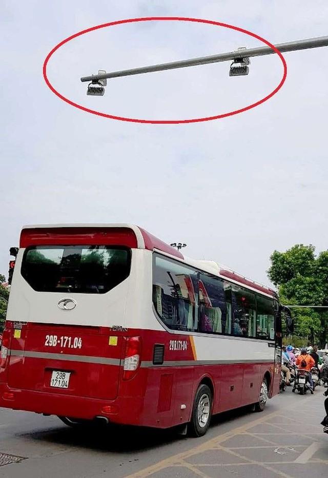 Cận cảnh rừng camera khó dùng phạt nguội tại Hà Nội - Ảnh 1.