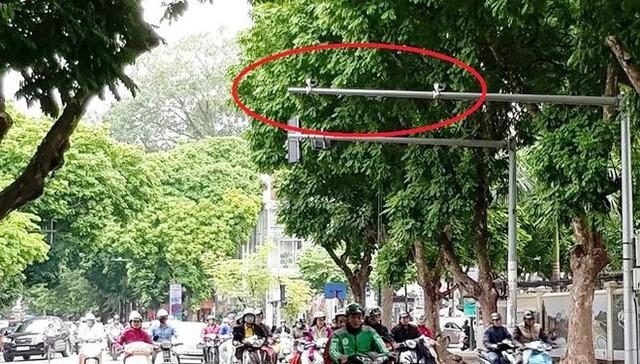 Cận cảnh rừng camera khó dùng phạt nguội tại Hà Nội - Ảnh 2.