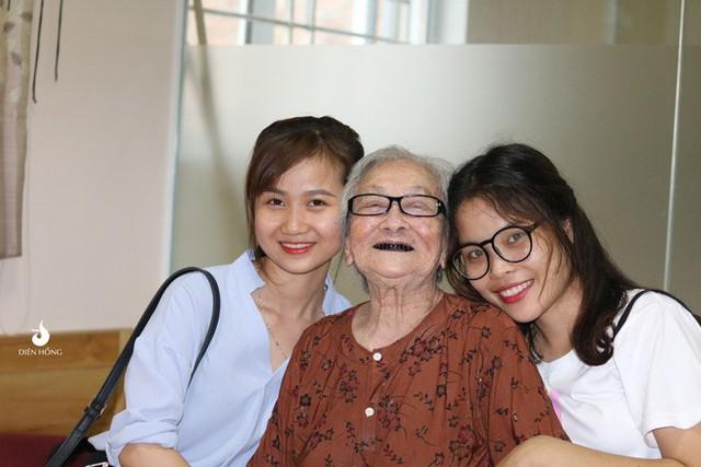 Bộ ảnh đáng yêu về hội chị em U90 đi picnic trong viện dưỡng lão: Đời có bao lâu, ta cứ vui thôi! - Ảnh 10.