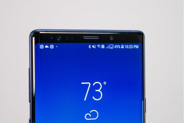samsung - photo 1 15399417631091805083253 - Samsung muốn loại bỏ thiết kế tai thỏ, bằng cách giấu camera selfie bên dưới màn hình
