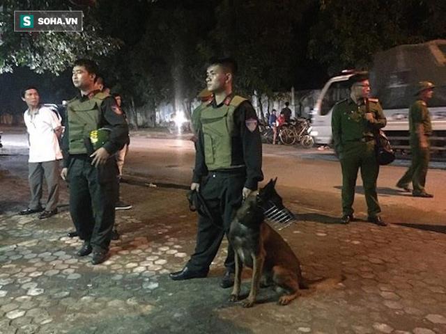 [NÓNG] Đã bắt đối tượng ôm lựu đạn cố thủ trong nhà tại Nghệ An - Ảnh 5.