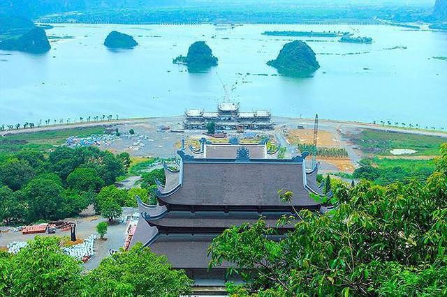 Cận cảnh thiên thạch 600.000USD và ngôi chùa lớn nhất Việt Nam - Ảnh 4.
