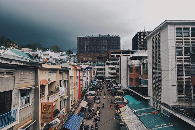 Chụp ảnh style Hồng Kông trong phút mốt ở ngay góc chợ Đà Lạt - Ảnh 2.