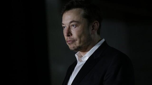 Cứ nói Elon Musk mất trí, điên rồ đi, ông vẫn là Người Sắt thực thụ: Tesla thản nhiên báo lãi 300 triệu USD - Ảnh 1.
