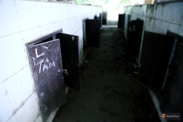 Cảnh u ám bên trong khu chợ tiền tỷ ở Sài Gòn bị bỏ hoang gần 15 năm qua - Ảnh 16.