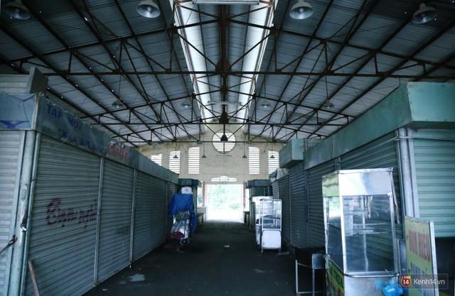 Cảnh u ám bên trong khu chợ tiền tỷ ở Sài Gòn bị bỏ hoang gần 15 năm qua - Ảnh 3.