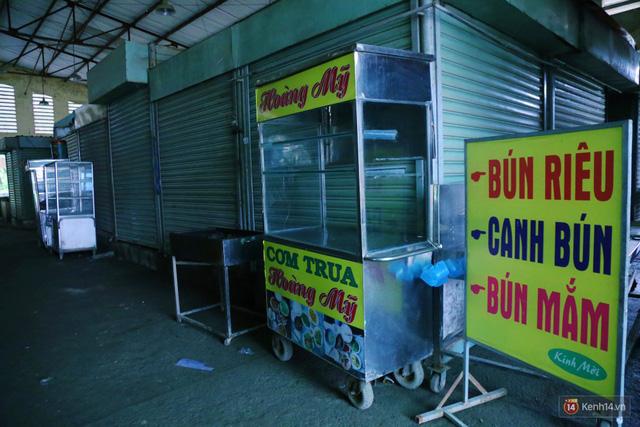 Cảnh u ám bên trong khu chợ tiền tỷ ở Sài Gòn bị bỏ hoang gần 15 năm qua - Ảnh 4.