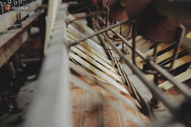 Từ chiếc khăn dệt bằng 4.800 cuống sen đến khát vọng lưu truyền nghề truyền thống của nghệ nhân Phan Thị Thuận - Ảnh 2.