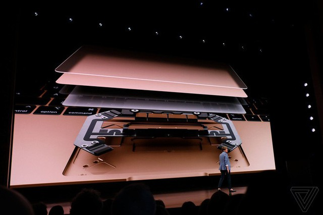 apple, macbook air 2018, - photo 2 15409489172441400523613 - Apple ra mắt MacBook Air mới: Màn hình Retina, cảm biến vân tay Touch ID, 2 cổng USB-C, giá từ 1199 USD