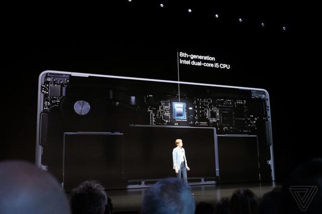 apple, macbook air 2018, - photo 5 15409489172491077610032 - Apple ra mắt MacBook Air mới: Màn hình Retina, cảm biến vân tay Touch ID, 2 cổng USB-C, giá từ 1199 USD