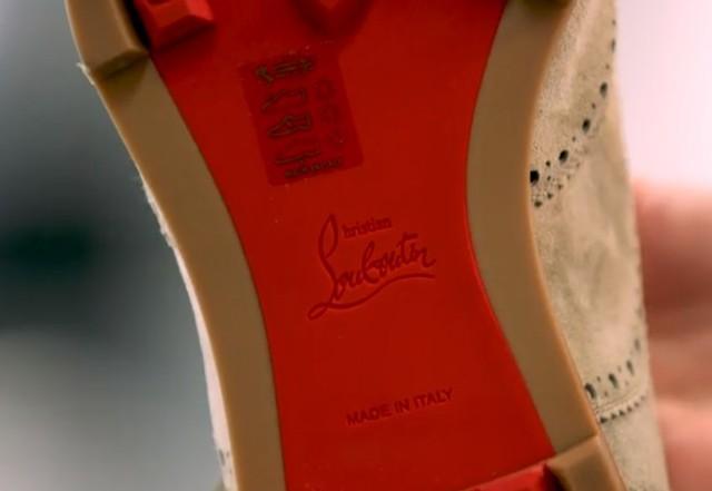 Vì sao giày đế đỏ Louboutin đắt cắt cổ vẫn không thiếu người mua? - Ảnh 2.