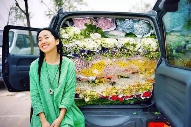 Cô gái độc thân sở hữu 1 nhà hàng và 1 căn nhà lúc nào cũng ngập tràn màu sắc của các loại hoa - Ảnh 13.