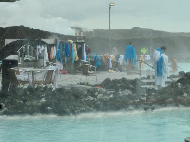 Suối địa nhiệt đẹp như tiên cảnh ở Iceland: đến rồi mới thấy chen chúc toàn người trần mắt thịt - Ảnh 4.