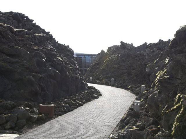 Suối địa nhiệt đẹp như tiên cảnh ở Iceland: đến rồi mới thấy chen chúc toàn người trần mắt thịt - Ảnh 1.