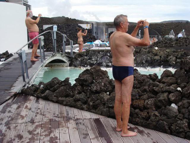 Suối địa nhiệt đẹp như tiên cảnh ở Iceland: đến rồi mới thấy chen chúc toàn người trần mắt thịt - Ảnh 16.