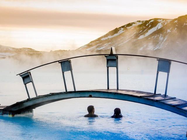 Suối địa nhiệt đẹp như tiên cảnh ở Iceland: đến rồi mới thấy chen chúc toàn người trần mắt thịt - Ảnh 23.