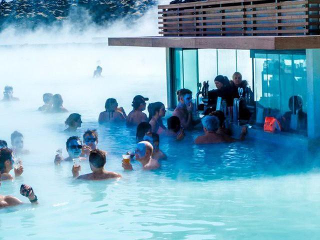 Suối địa nhiệt đẹp như tiên cảnh ở Iceland: đến rồi mới thấy chen chúc toàn người trần mắt thịt - Ảnh 8.