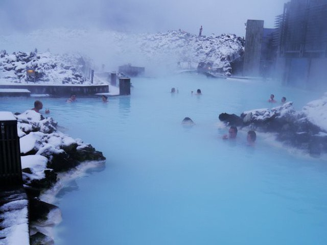 Suối địa nhiệt đẹp như tiên cảnh ở Iceland: đến rồi mới thấy chen chúc toàn người trần mắt thịt - Ảnh 10.