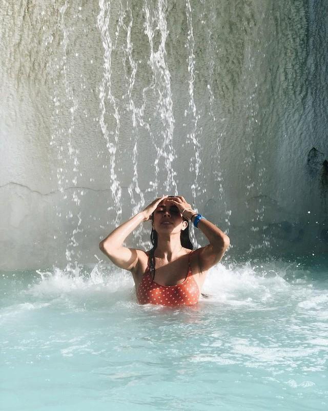 Suối địa nhiệt đẹp như tiên cảnh ở Iceland: đến rồi mới thấy chen chúc toàn người trần mắt thịt - Ảnh 11.