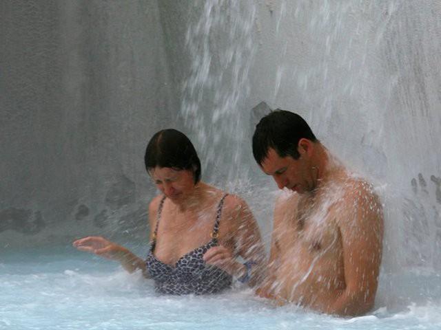 Suối địa nhiệt đẹp như tiên cảnh ở Iceland: đến rồi mới thấy chen chúc toàn người trần mắt thịt - Ảnh 12.