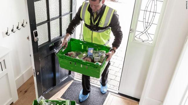 Đã có dịch vụ giao hàng tạp hóa đến tận…tủ lạnh khi bạn vắng nhà - Ảnh 1.
