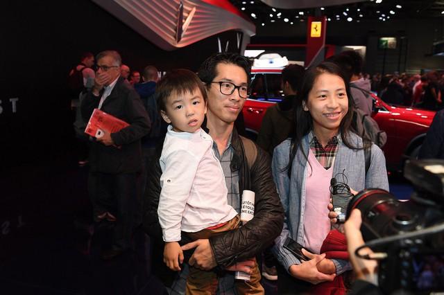 Cộng đồng người Việt đổ xô đến Paris tận mắt xem xe Vinfast - Ảnh 7.