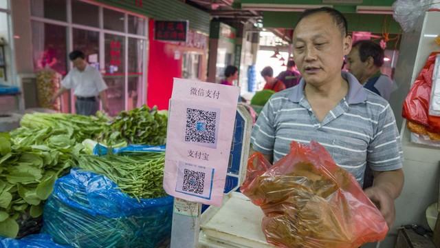 Cuộc chiến siêu ứng dụng tại Việt Nam: Rầm rộ như Grab, lặng lẽ như Now, Zalo và hoang sơ như Go-Viet - Ảnh 1.