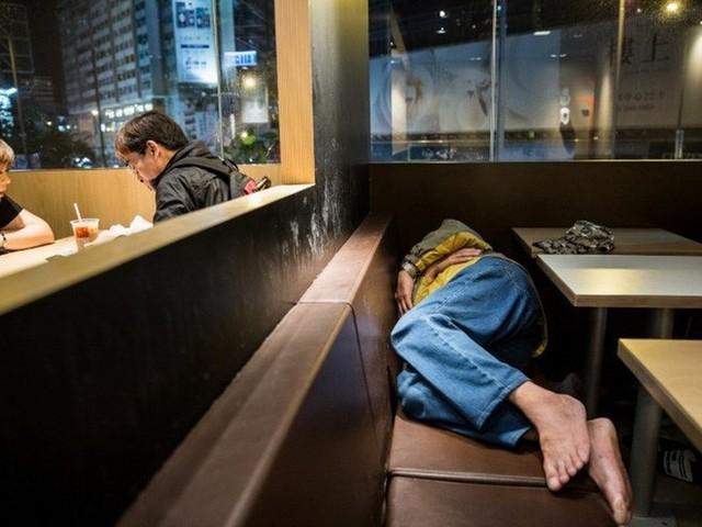 Tìm hiểu về McRefugees: Nơi người vô gia cư, người cô đơn tại Hồng Kông coi là ngôi nhà thứ hai của mình - Ảnh 2.