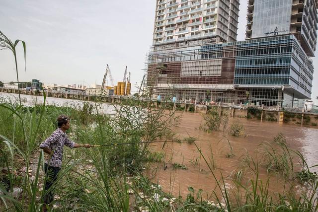 Tín dụng vi mô: Hiểm họa khôn lường đang đe dọa nền kinh tế Campuchia - Ảnh 3.