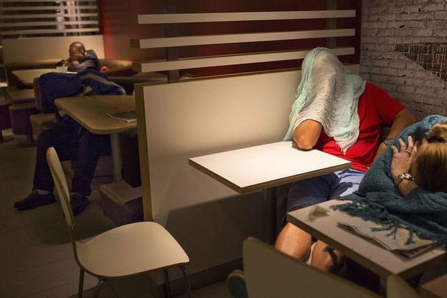 Tìm hiểu về McRefugees: Nơi người vô gia cư, người cô đơn tại Hồng Kông coi là ngôi nhà thứ hai của mình - Ảnh 5.