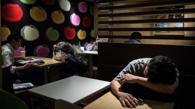 Tìm hiểu về McRefugees: Nơi người vô gia cư, người cô đơn tại Hồng Kông coi là ngôi nhà thứ hai của mình - Ảnh 6.