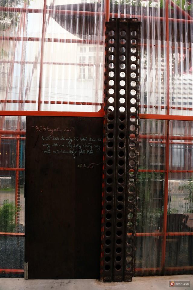 Kỳ lạ quán cafe như công trình đang xây dựng ở Sài Gòn: Đầu tư 2 tỷ, dự đoán tuổi thọ chỉ... 10 năm - Ảnh 2.