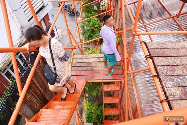 Kỳ lạ quán cafe như công trình đang xây dựng ở Sài Gòn: Đầu tư 2 tỷ, dự đoán tuổi thọ chỉ... 10 năm - Ảnh 12.