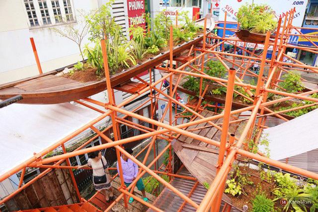 Kỳ lạ quán cafe như công trình đang xây dựng ở Sài Gòn: Đầu tư 2 tỷ, dự đoán tuổi thọ chỉ... 10 năm - Ảnh 17.