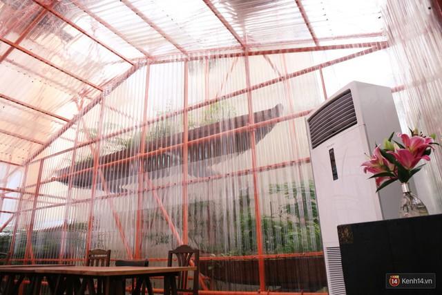 Kỳ lạ quán cafe như công trình đang xây dựng ở Sài Gòn: Đầu tư 2 tỷ, dự đoán tuổi thọ chỉ... 10 năm - Ảnh 6.