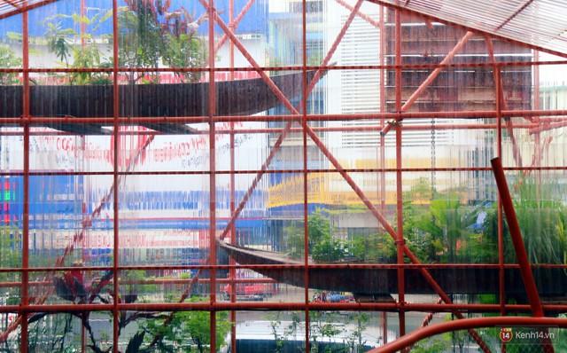 Kỳ lạ quán cafe như công trình đang xây dựng ở Sài Gòn: Đầu tư 2 tỷ, dự đoán tuổi thọ chỉ... 10 năm - Ảnh 7.