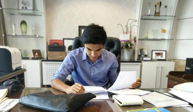 Chân dung bộ trưởng trẻ nhất châu Á: đẹp trai, mê mèo, thích Instagram và cũng phản ứng gắt trên mạng xã hội như ai - Ảnh 6.