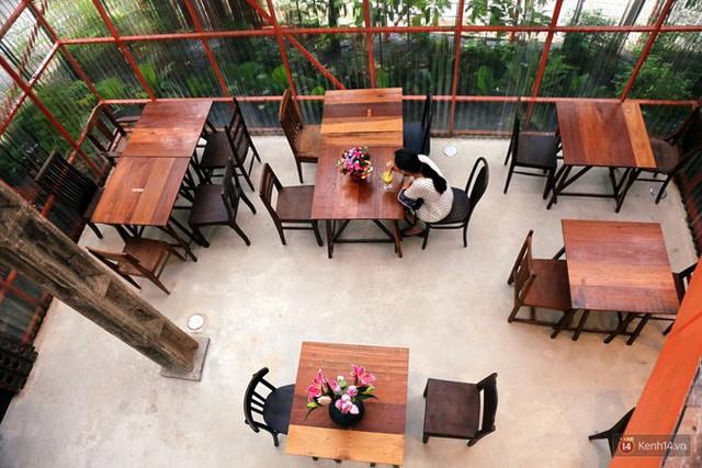 Kỳ lạ quán cafe như công trình đang xây dựng ở Sài Gòn: Đầu tư 2 tỷ, dự đoán tuổi thọ chỉ... 10 năm - Ảnh 8.