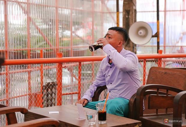 Kỳ lạ quán cafe như công trình đang xây dựng ở Sài Gòn: Đầu tư 2 tỷ, dự đoán tuổi thọ chỉ... 10 năm - Ảnh 11.