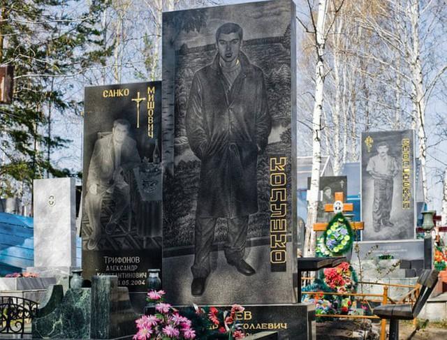 Nghĩa trang mafia độc nhất vô nhị ở Nga: Bia đá to như người thật, khắc họa quyền lực và cuộc sống xa hoa của thế giới ngầm - Ảnh 8.